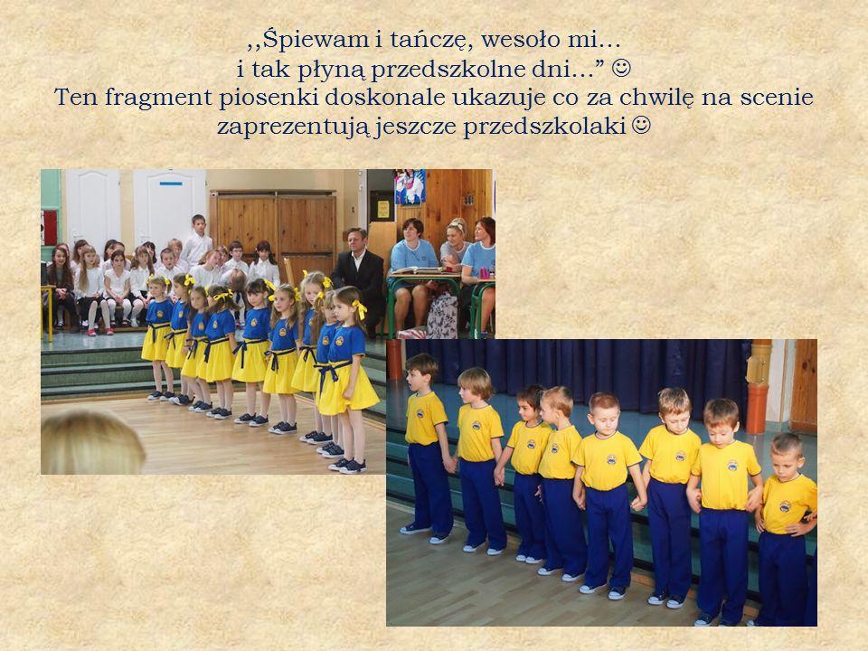 ,,Śpiewam i tańczę, wesoło mi… i tak płyną przedszkolne dni… Ten fragment piosenki doskonale ukazuje co za chwilę na scenie zaprezentują jeszcze przedszkolaki