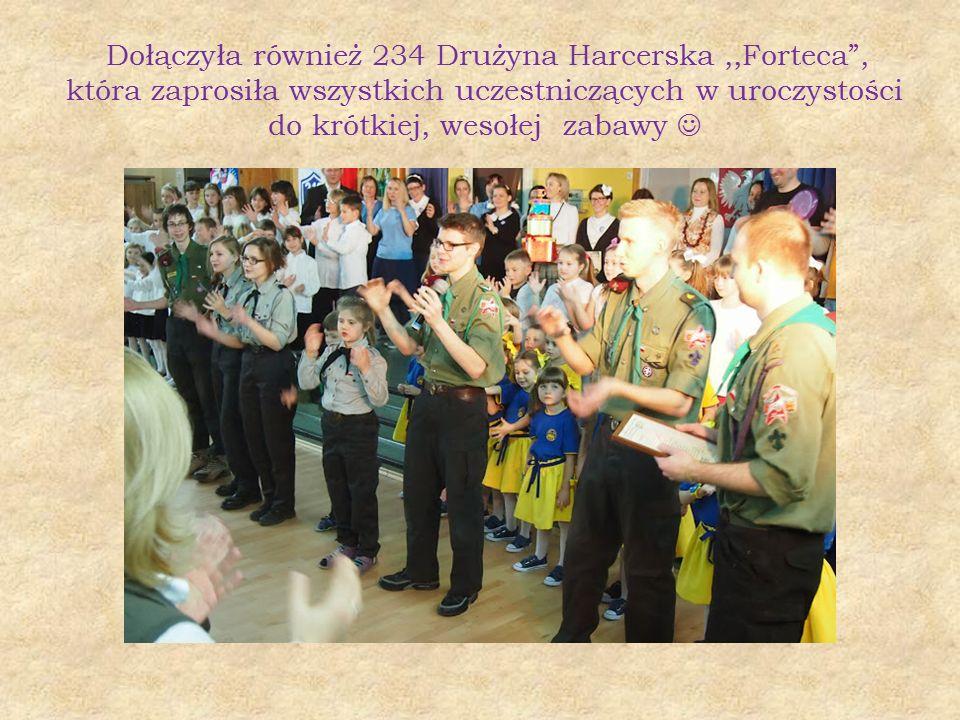 """Dołączyła również 234 Drużyna Harcerska,,Forteca"""", która zaprosiła wszystkich uczestniczących w uroczystości do krótkiej, wesołej zabawy"""