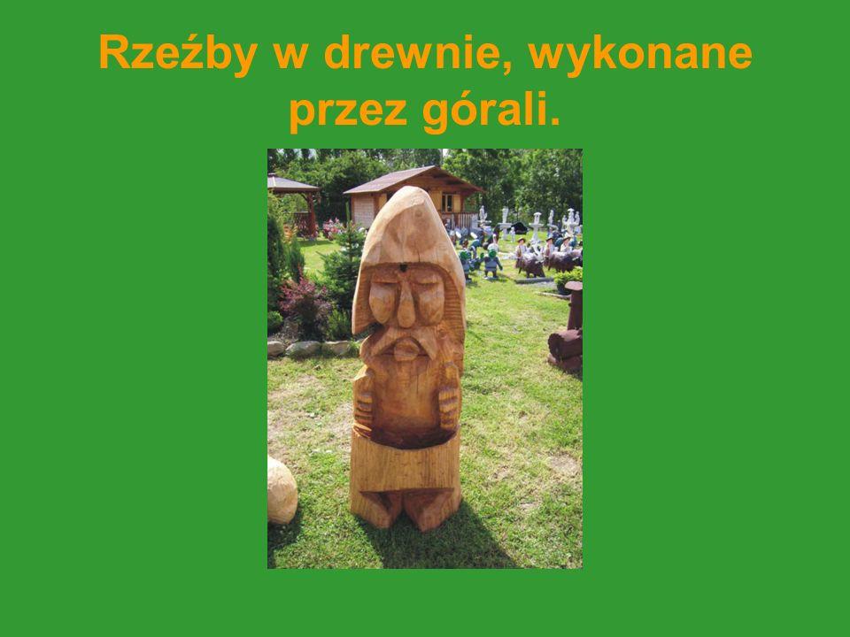 Rzeźby w drewnie, wykonane przez górali.