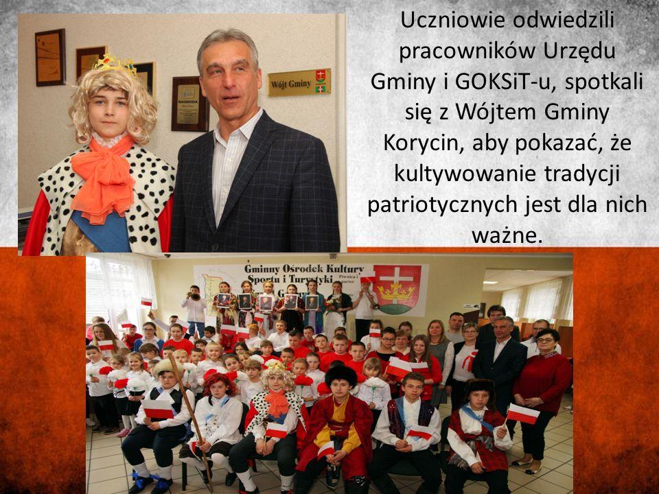 Uczniowie odwiedzili pracowników Urzędu Gminy i GOKSiT-u, spotkali się z Wójtem Gminy Korycin, aby pokazać, że kultywowanie tradycji patriotycznych jest dla nich ważne.