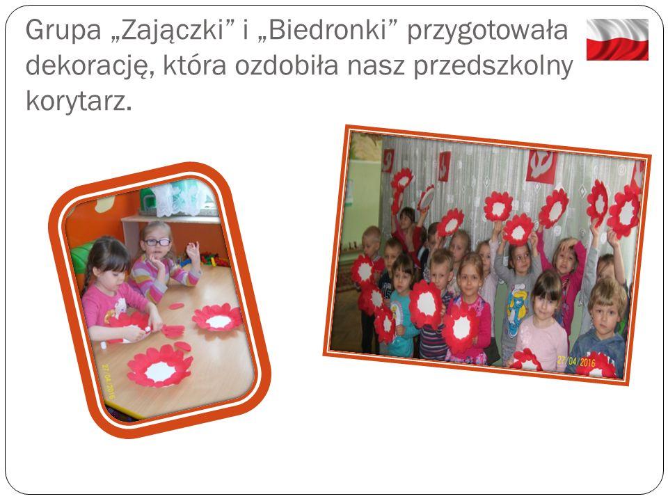 """Nasze """"Słoneczka jak też rodzice, przygotowali flagi, które rozdawaliśmy podczas gminnych obchodów Święta 3 Maja."""