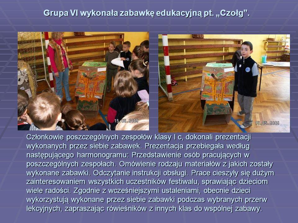 Członkowie poszczególnych zespołów klasy I c, dokonali prezentacji wykonanych przez siebie zabawek.