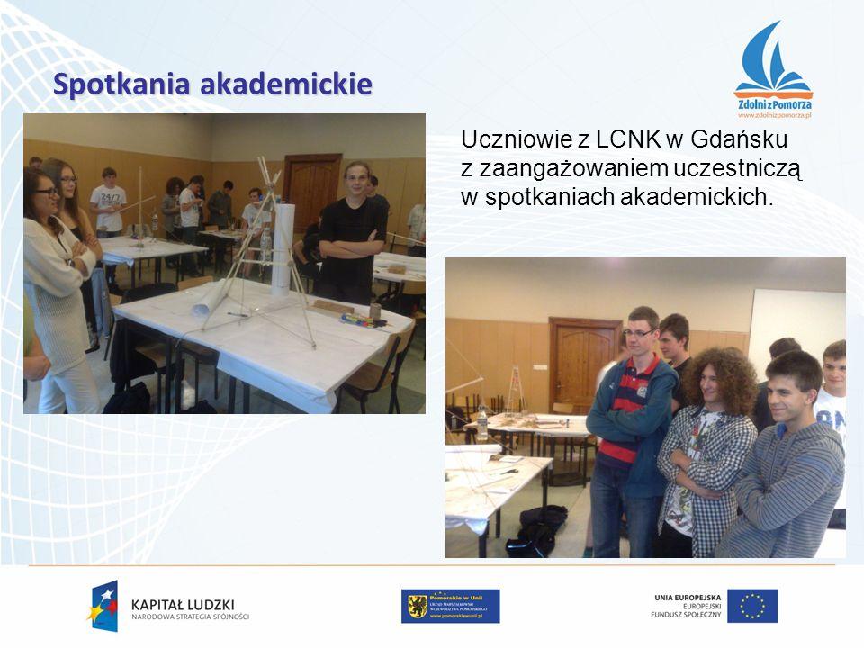 Spotkania akademickie Uczniowie z LCNK w Gdańsku z zaangażowaniem uczestniczą w spotkaniach akademickich.