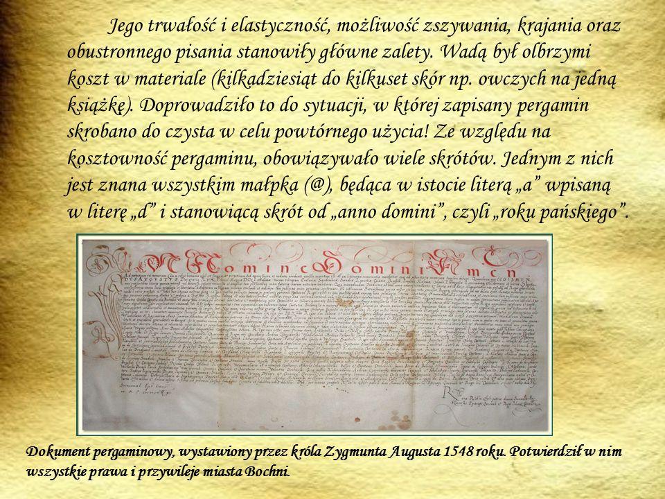 Jego trwałość i elastyczność, możliwość zszywania, krajania oraz obustronnego pisania stanowiły główne zalety.