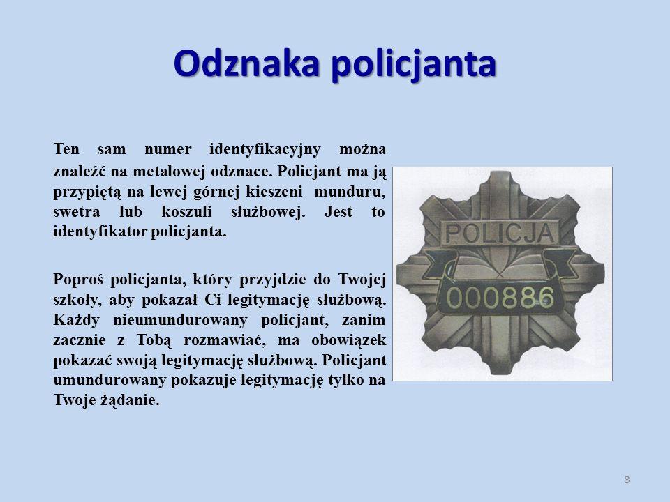 Odznaka policjanta Ten sam numer identyfikacyjny można znaleźć na metalowej odznace.