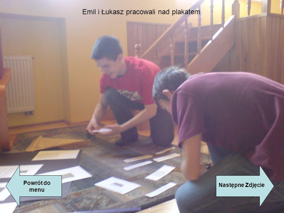 Powrót do menu Następne Zdjęcie Emil i Łukasz pracowali nad plakatem