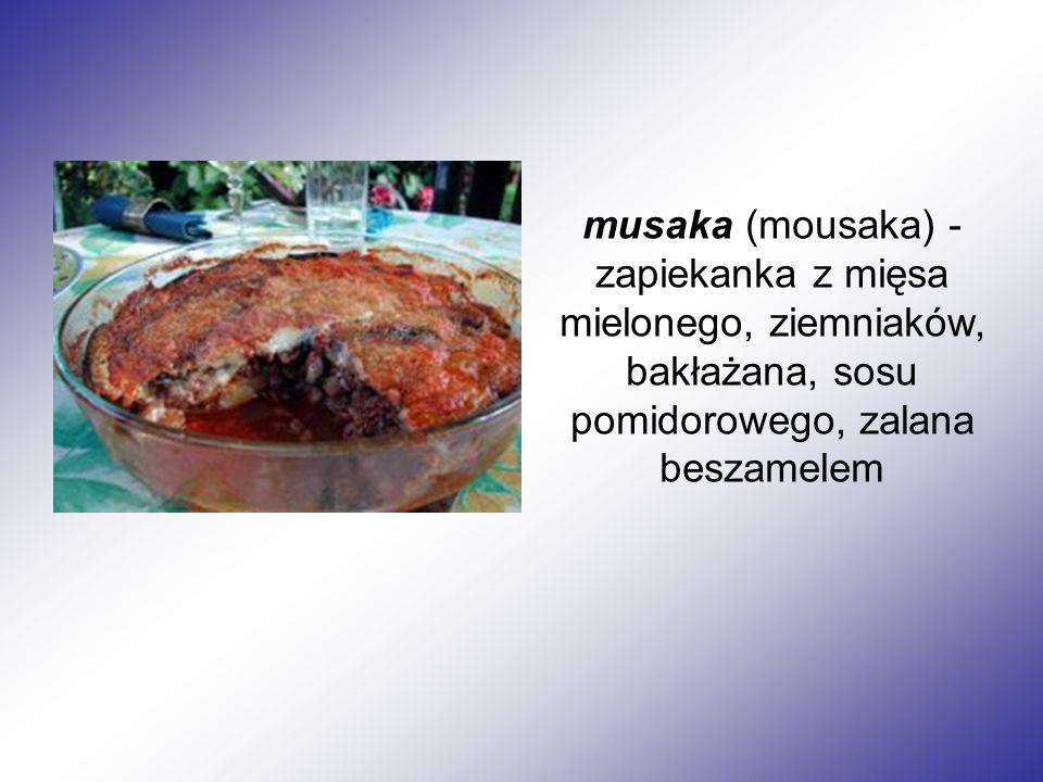 musaka (mousaka) - zapiekanka z mięsa mielonego, ziemniaków, bakłażana, sosu pomidorowego, zalana beszamelem