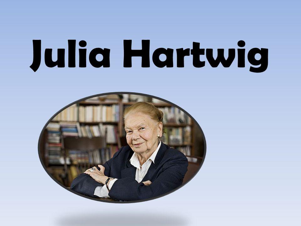 Jest córk ą fotografa Ludwika Hartwiga i Marii Birjukow, siostr ą Edwarda, fotografa i Walentego, endokrynologa.
