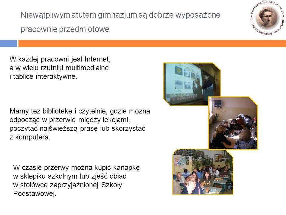 W każdej pracowni jest Internet, a w wielu rzutniki multimedialne i tablice interaktywne.