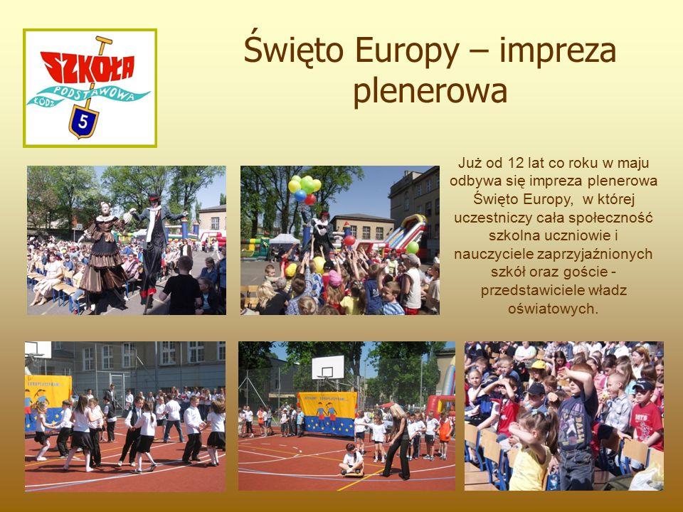 Już od 12 lat co roku w maju odbywa się impreza plenerowa Święto Europy, w której uczestniczy cała społeczność szkolna uczniowie i nauczyciele zaprzyjaźnionych szkół oraz goście - przedstawiciele władz oświatowych.