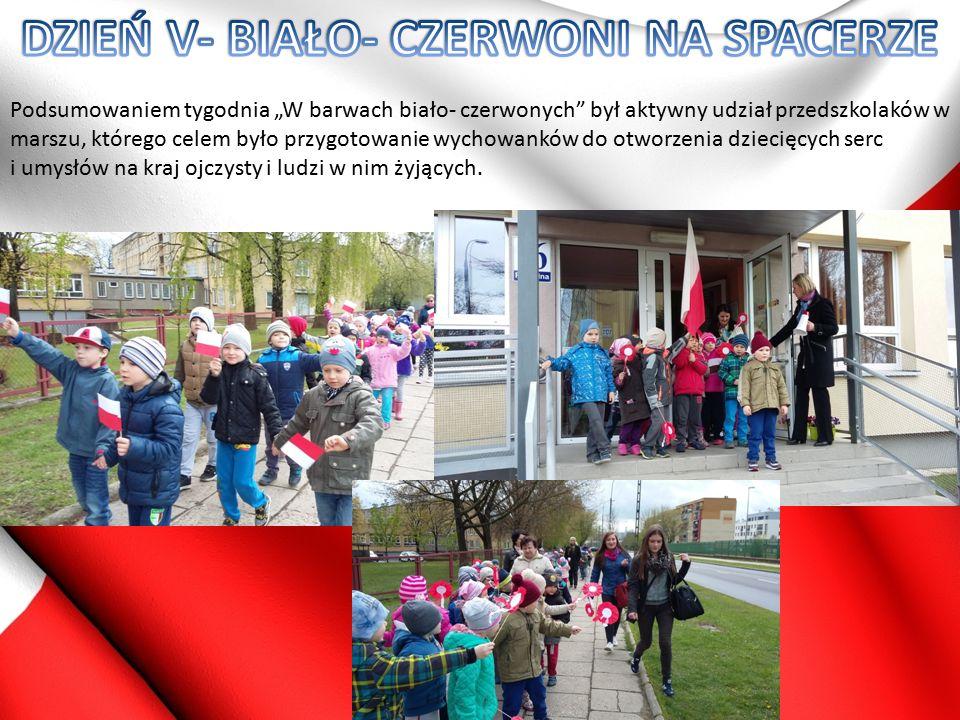 W tym dniu dzieci i ich rodzice mieli okazję wykonania flagi Polski przy użyciu surowców wtórnych- plastikowych nakrętek oraz ułożenia godła w postaci