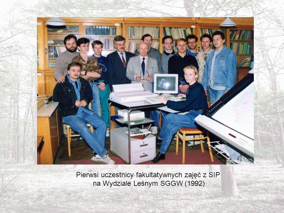 Pierwsi uczestnicy fakultatywnych zajęć z SIP na Wydziale Leśnym SGGW (1992)