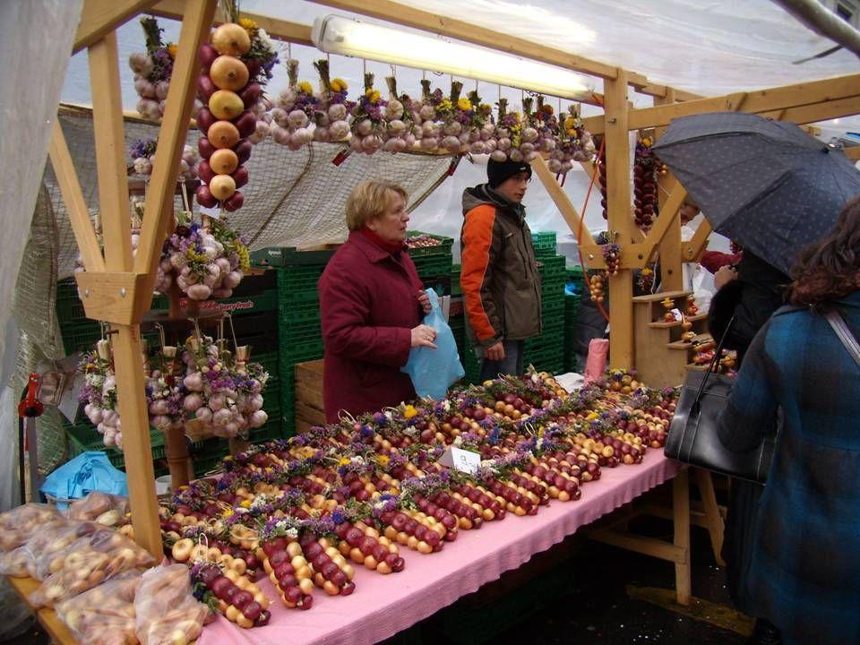 Zgodnie z tradycją tego dnia w berneńskich domach na obiad podaje się ciasto cebulowe lub serowe.