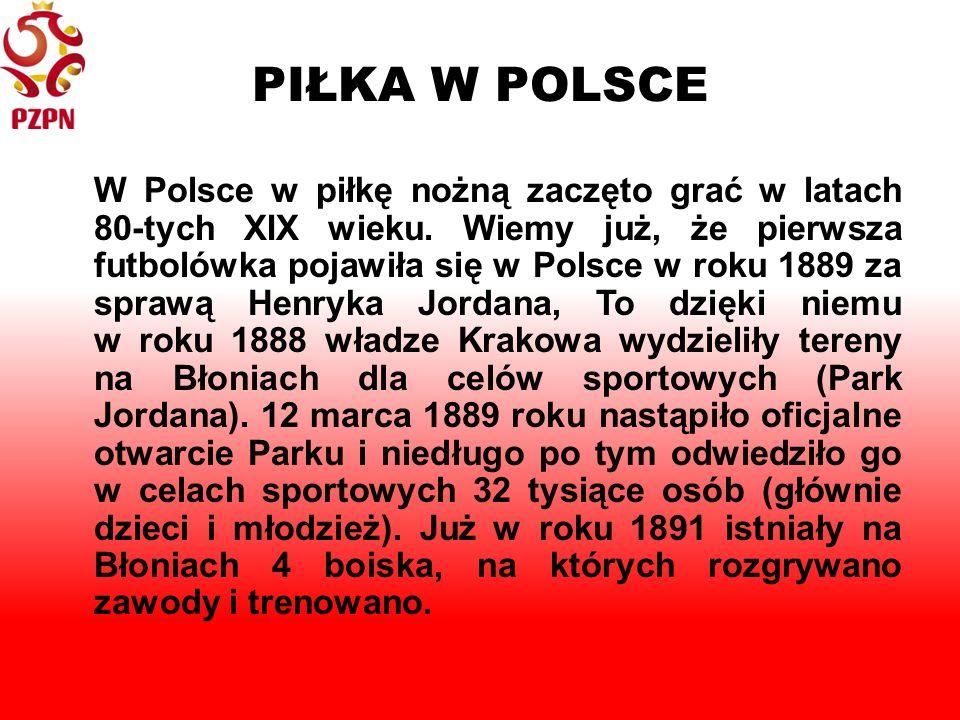 PIŁKA W POLSCE W Polsce w piłkę nożną zaczęto grać w latach 80-tych XIX wieku.