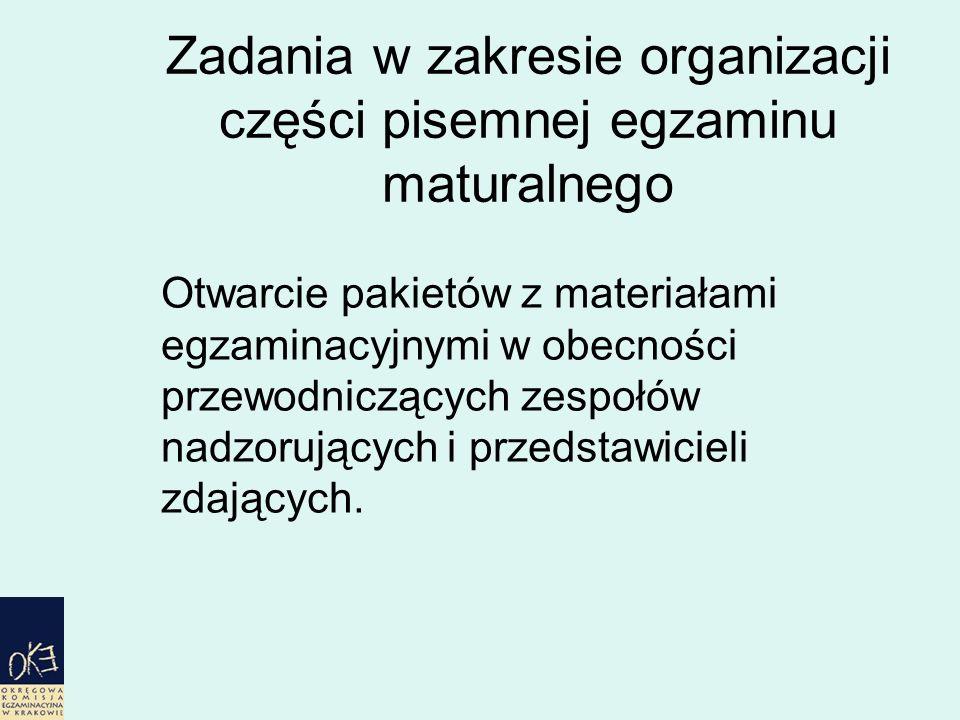 Zadania w zakresie organizacji części pisemnej egzaminu maturalnego Otwarcie pakietów z materiałami egzaminacyjnymi w obecności przewodniczących zespołów nadzorujących i przedstawicieli zdających.