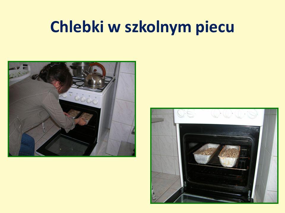 Chlebki w szkolnym piecu