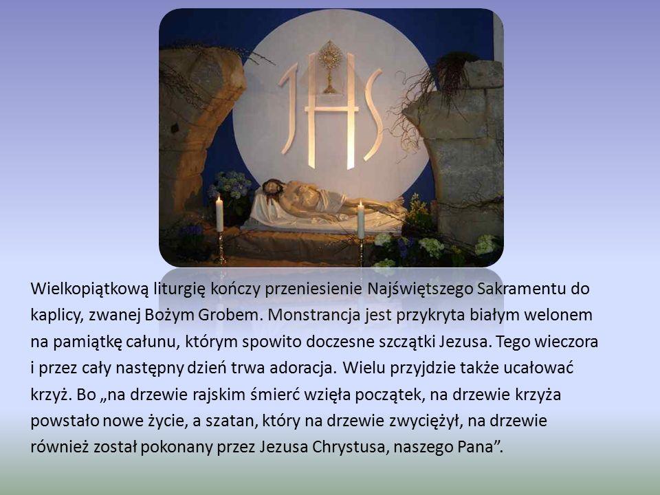 Wielkopiątkową liturgię kończy przeniesienie Najświętszego Sakramentu do kaplicy, zwanej Bożym Grobem. Monstrancja jest przykryta białym welonem na pa
