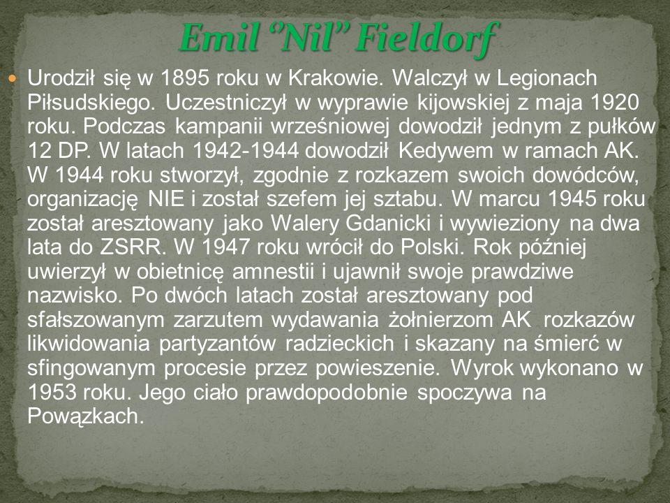 Urodził się w 1895 roku w Krakowie. Walczył w Legionach Piłsudskiego.