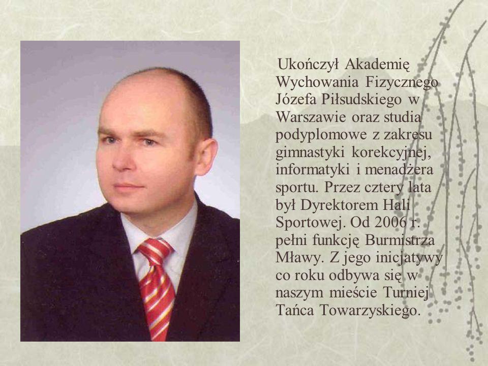 Ukończył Akademię Wychowania Fizycznego Józefa Piłsudskiego w Warszawie oraz studia podyplomowe z zakresu gimnastyki korekcyjnej, informatyki i menadżera sportu.