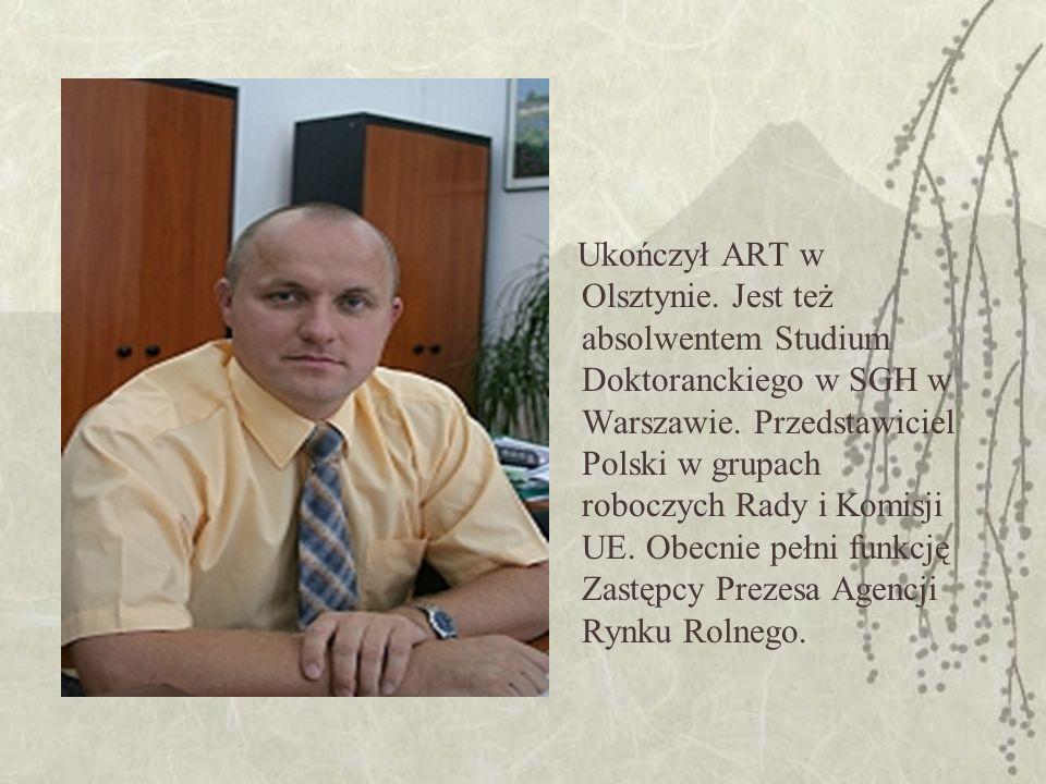 Ukończył ART w Olsztynie. Jest też absolwentem Studium Doktoranckiego w SGH w Warszawie.
