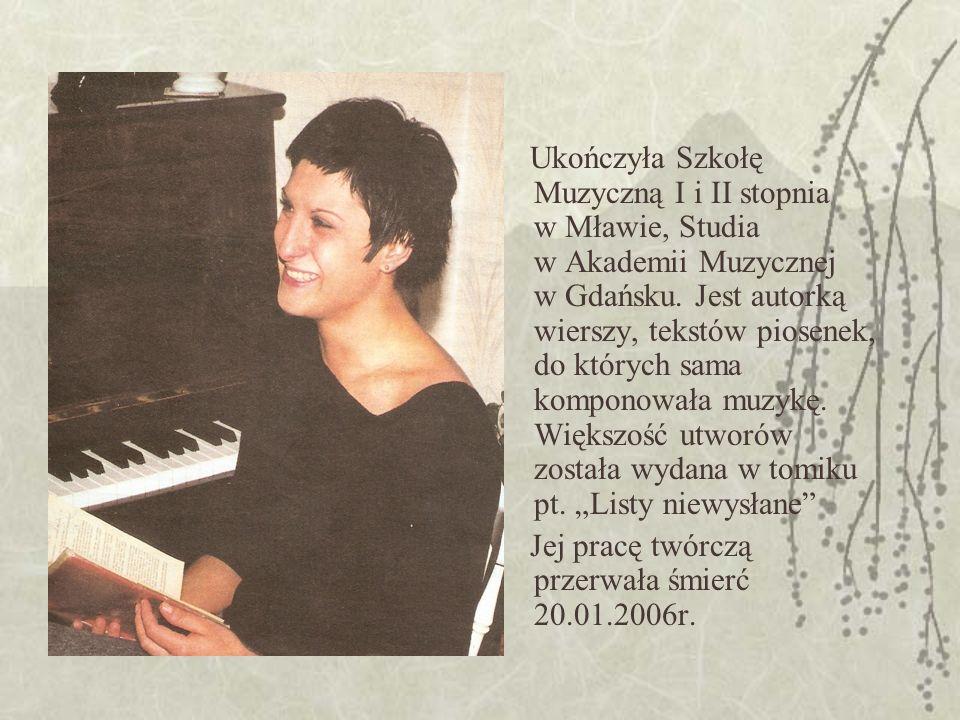 Ukończyła Szkołę Muzyczną I i II stopnia w Mławie, Studia w Akademii Muzycznej w Gdańsku.