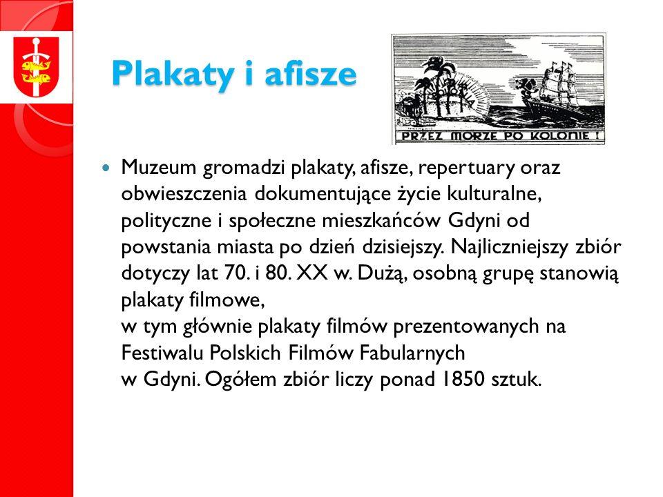 Plakaty i afisze Muzeum gromadzi plakaty, afisze, repertuary oraz obwieszczenia dokumentujące życie kulturalne, polityczne i społeczne mieszkańców Gdyni od powstania miasta po dzień dzisiejszy.