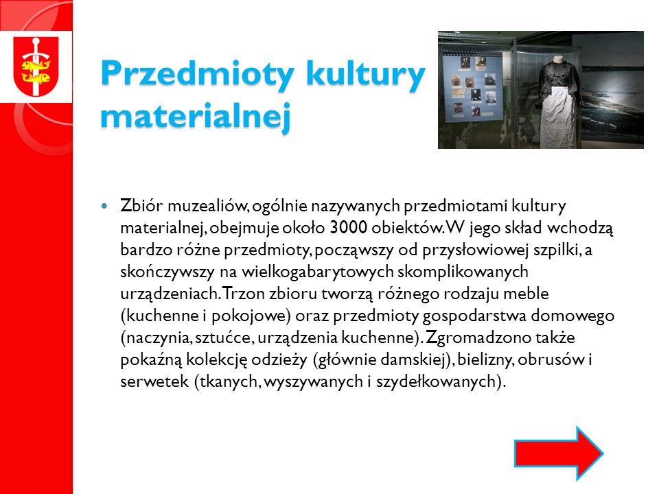 Przedmioty kultury materialnej Zbiór muzealiów, ogólnie nazywanych przedmiotami kultury materialnej, obejmuje około 3000 obiektów.