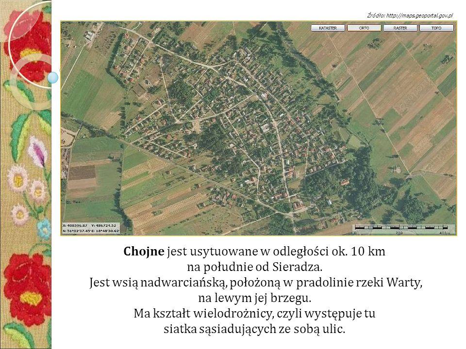 Chojne jest usytuowane w odległości ok. 10 km na południe od Sieradza.