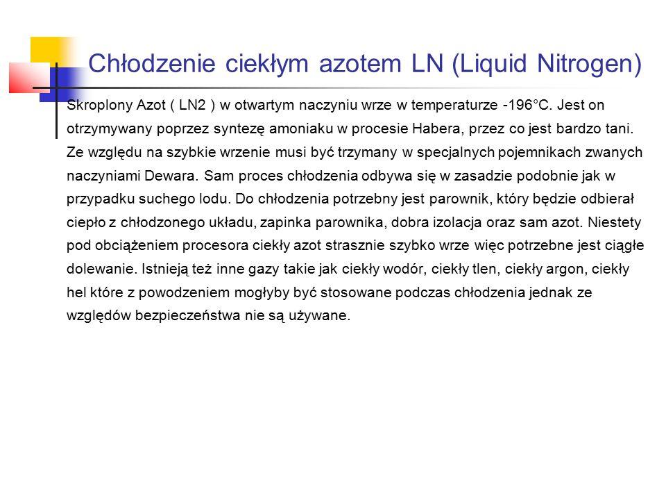 Skroplony Azot ( LN2 ) w otwartym naczyniu wrze w temperaturze -196°C.