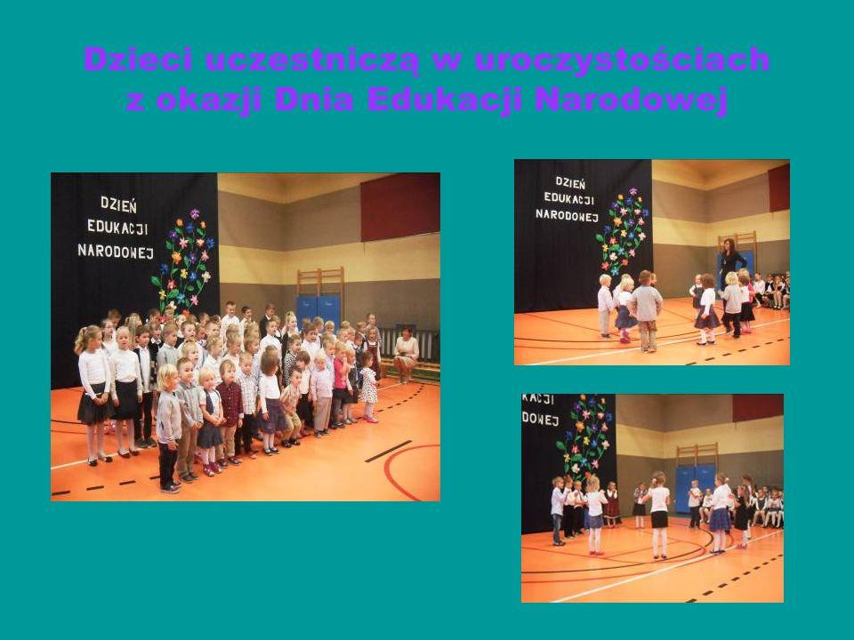 Dzieci uczestniczą w Jasełkach