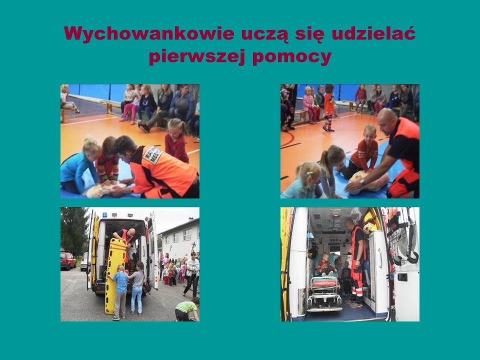 Wychowankowie uczą się udzielać pierwszej pomocy