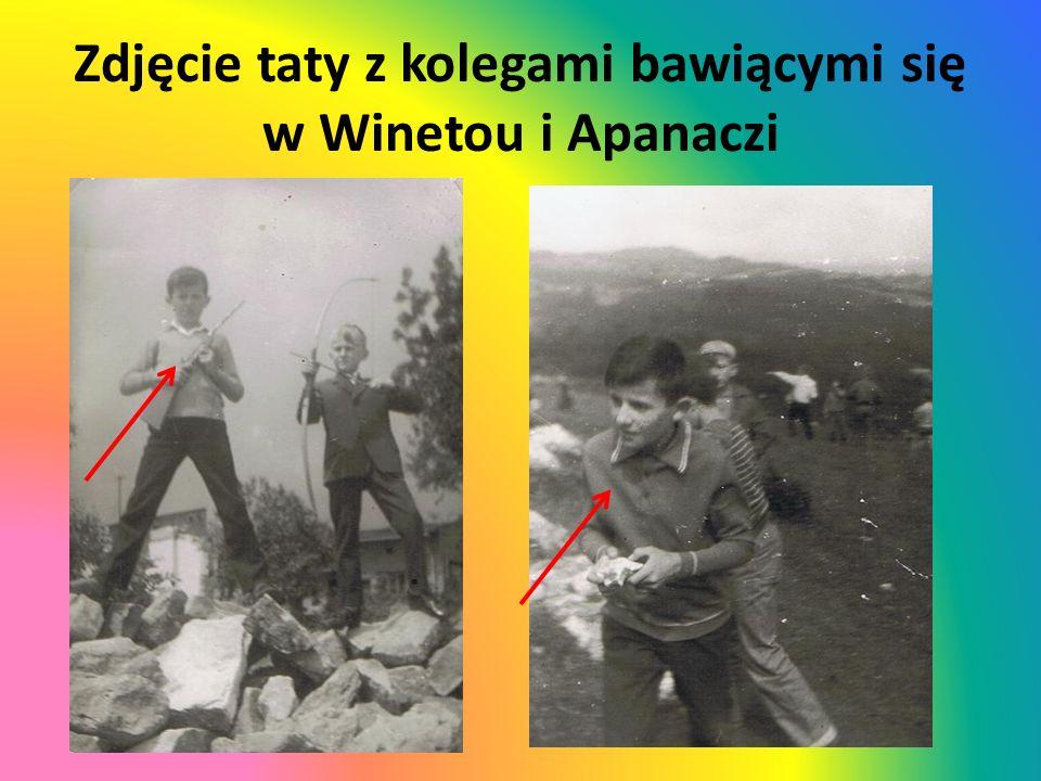 Zdjęcie taty z kolegami bawiącymi się w Winetou i Apanaczi