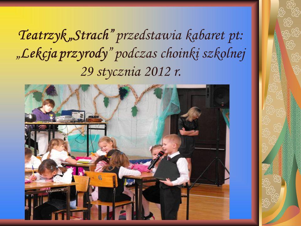 """Teatrzyk """"Strach"""" przedstawia kabaret pt: """"Lekcja przyrody"""" podczas choinki szkolnej 29 stycznia 2012 r."""