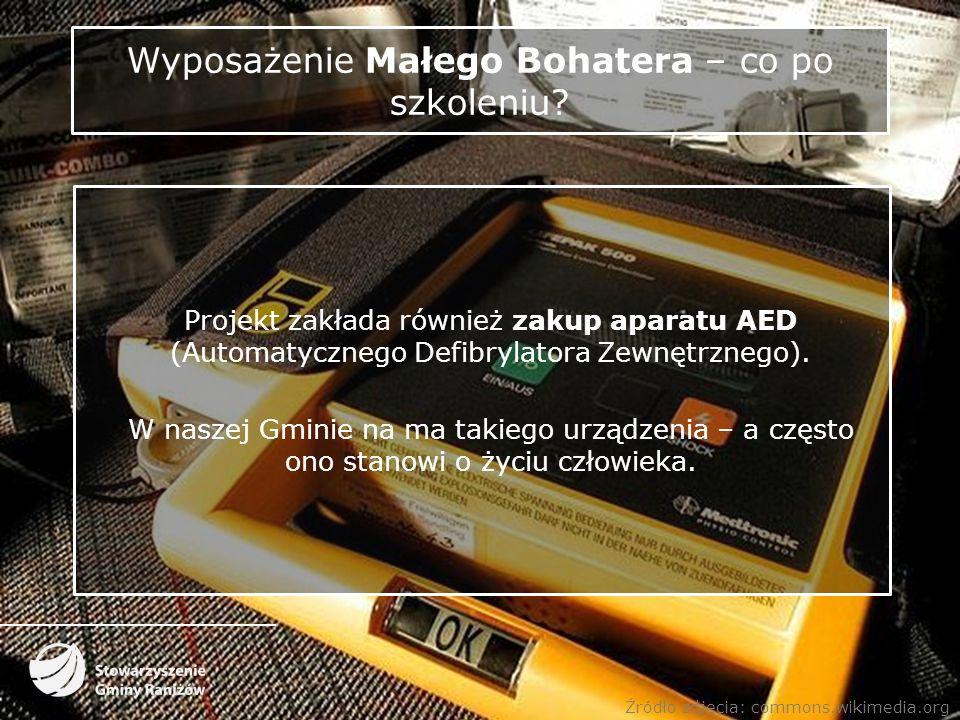 Wyposażenie Małego Bohatera – co po szkoleniu? Projekt zakłada również zakup aparatu AED (Automatycznego Defibrylatora Zewnętrznego). W naszej Gminie