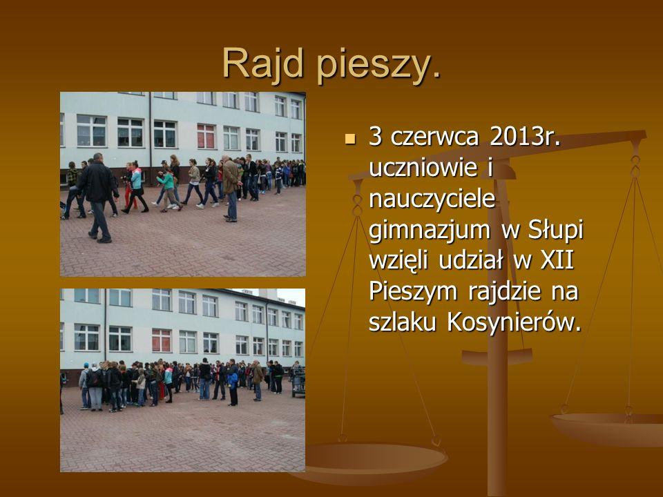 Rajd pieszy. 3 czerwca 2013r. uczniowie i nauczyciele gimnazjum w Słupi wzięli udział w XII Pieszym rajdzie na szlaku Kosynierów.