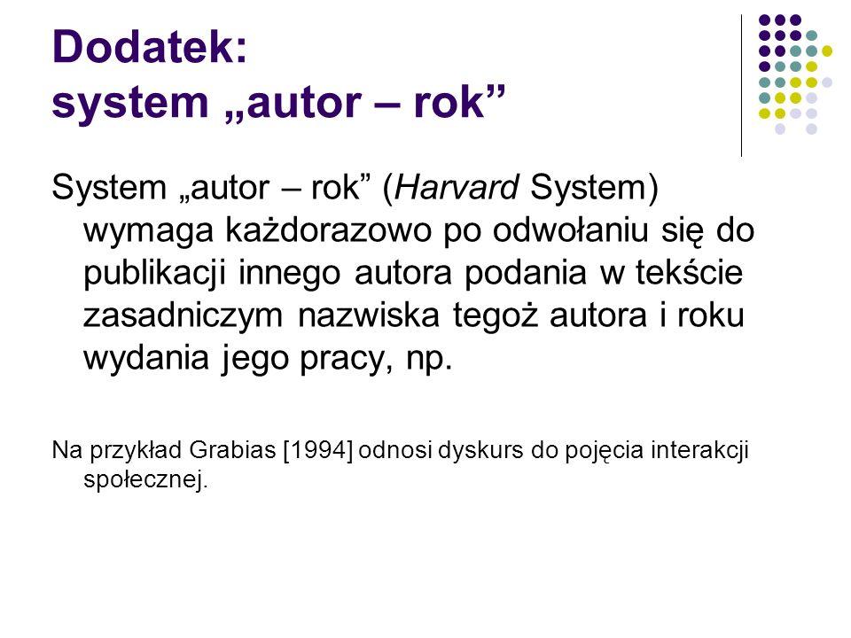 """Dodatek: system """"autor – rok System """"autor – rok (Harvard System) wymaga każdorazowo po odwołaniu się do publikacji innego autora podania w tekście zasadniczym nazwiska tegoż autora i roku wydania jego pracy, np."""