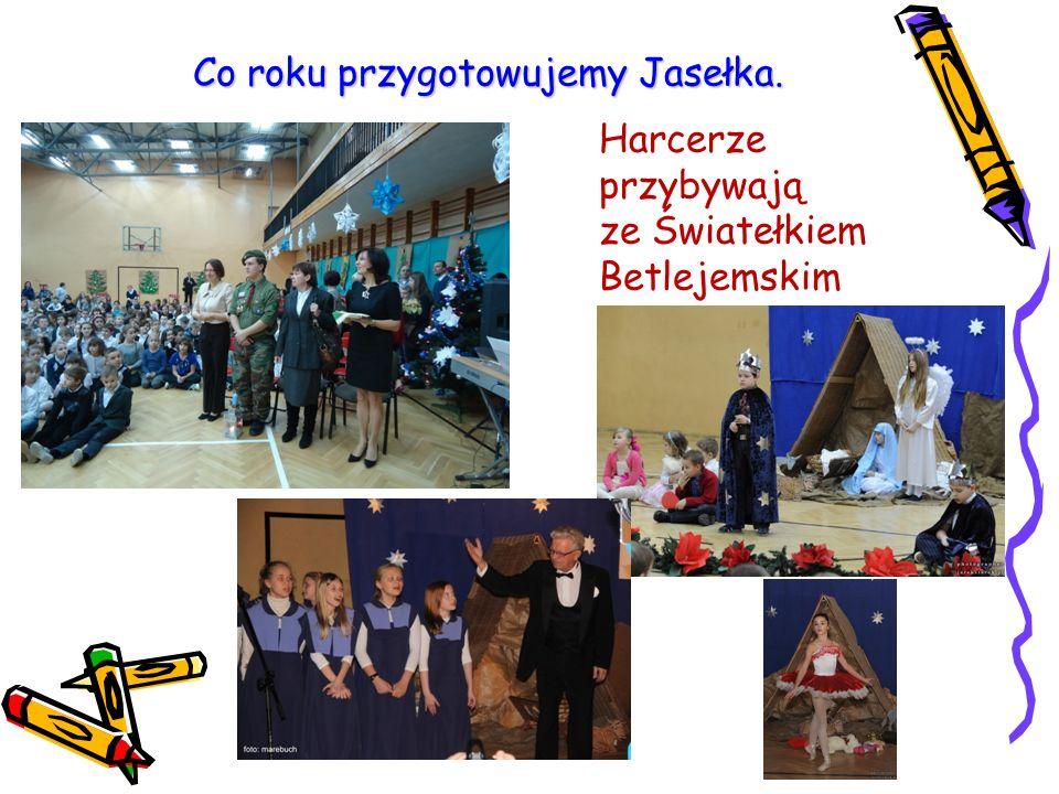 Co roku przygotowujemy Jasełka. Harcerze przybywają ze Światełkiem Betlejemskim