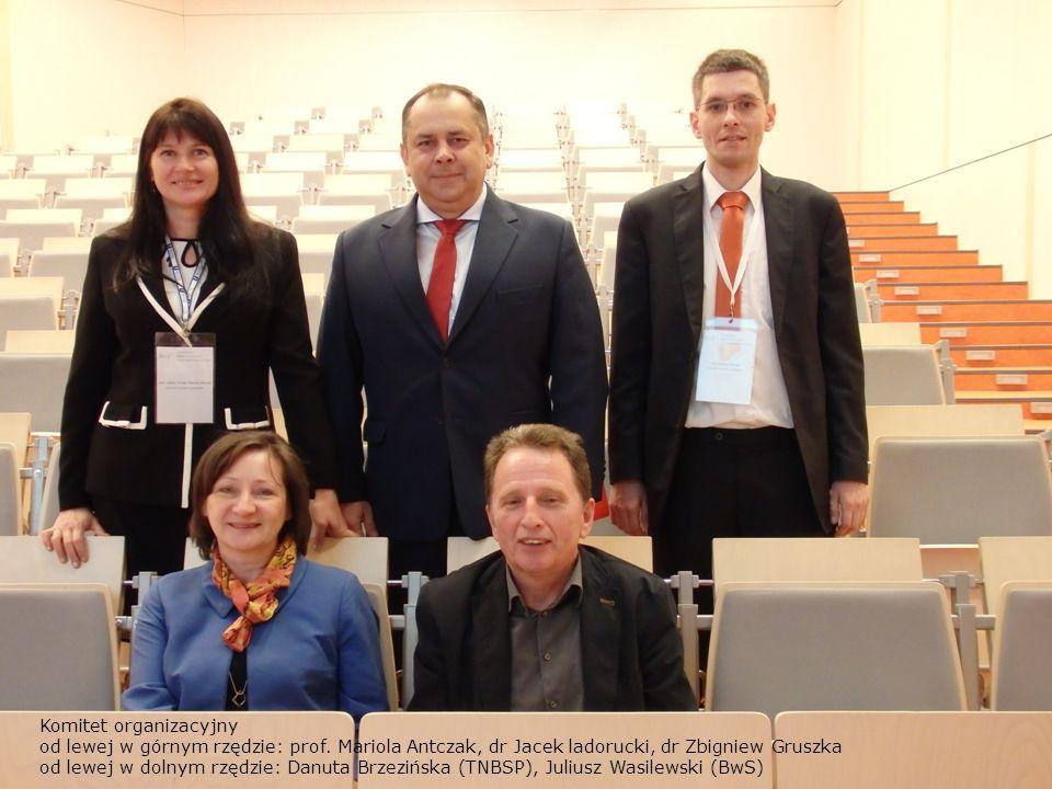 Komitet organizacyjny od lewej w górnym rzędzie: prof.
