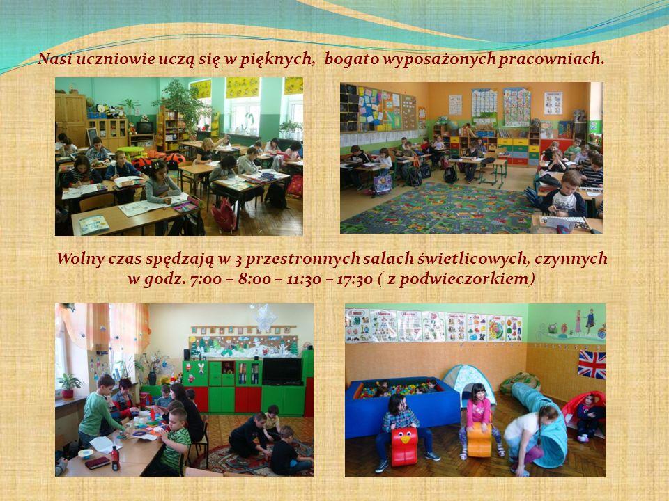 Nasi uczniowie uczą się w pięknych, bogato wyposażonych pracowniach. Wolny czas spędzają w 3 przestronnych salach świetlicowych, czynnych w godz. 7:00