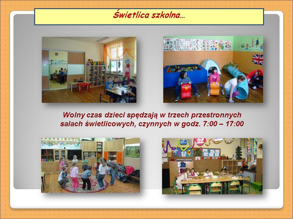 Wolny czas dzieci spędzają w trzech przestronnych salach świetlicowych, czynnych w godz.