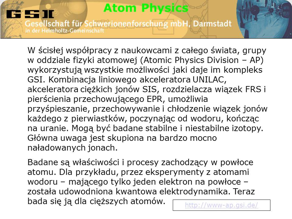 W ścisłej współpracy z naukowcami z całego świata, grupy w oddziale fizyki atomowej (Atomic Physics Division – AP) wykorzystują wszystkie możliwości jaki daje im kompleks GSI.