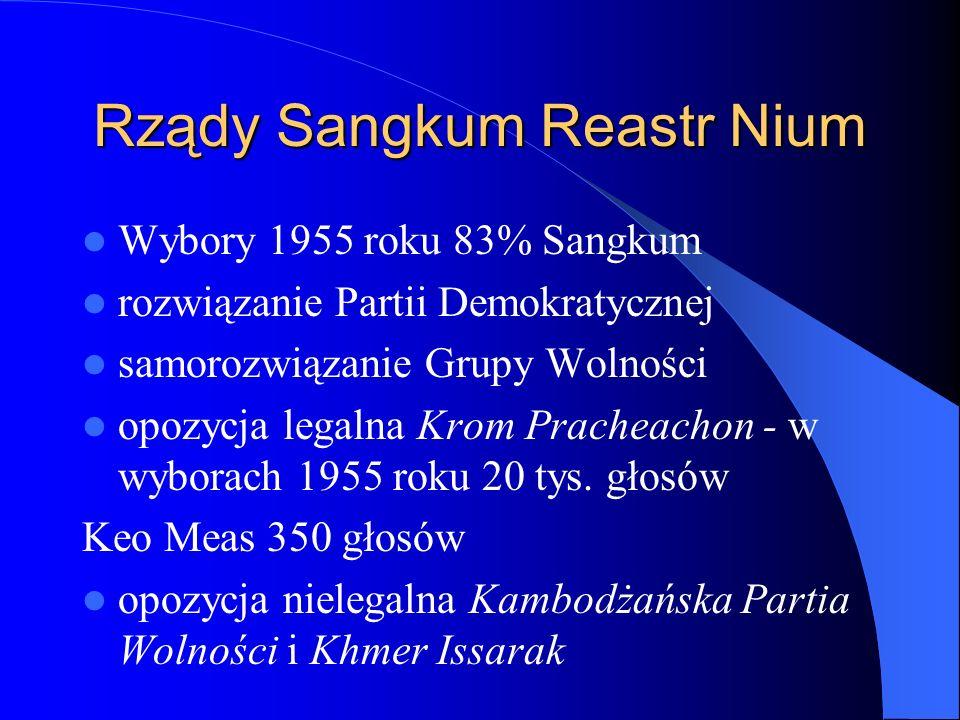 Rządy Sangkum Reastr Nium Wybory 1955 roku 83% Sangkum rozwiązanie Partii Demokratycznej samorozwiązanie Grupy Wolności opozycja legalna Krom Pracheachon - w wyborach 1955 roku 20 tys.