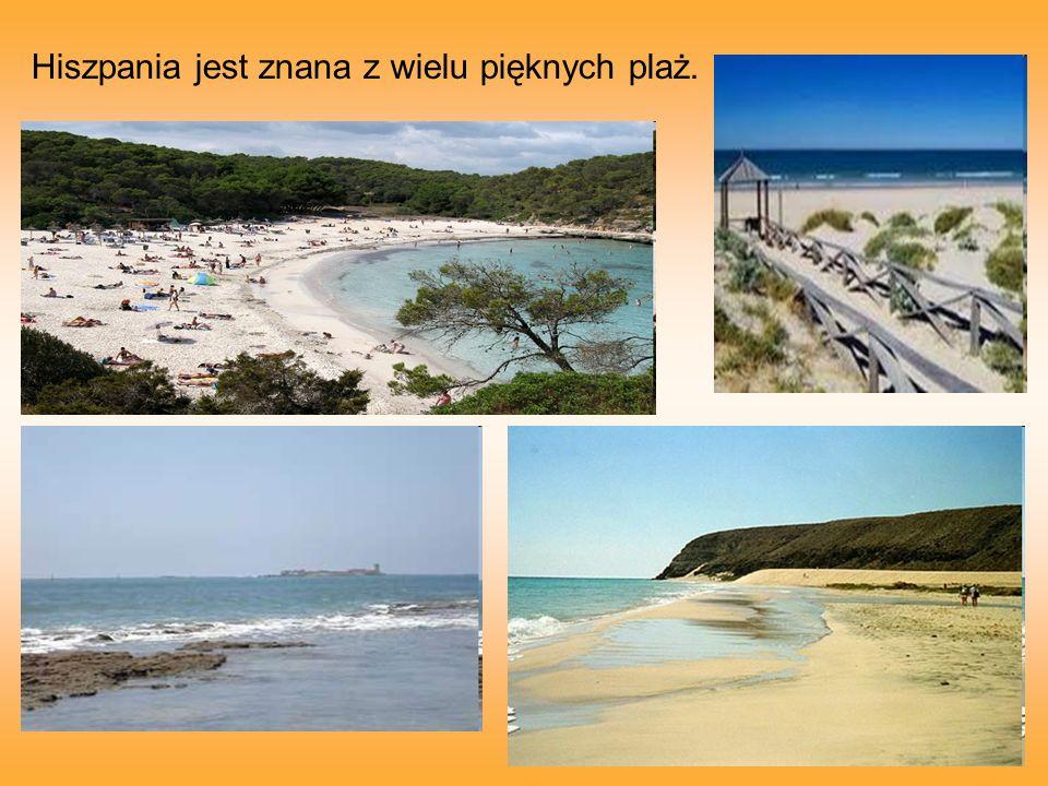 Hiszpania jest znana z wielu pięknych plaż.
