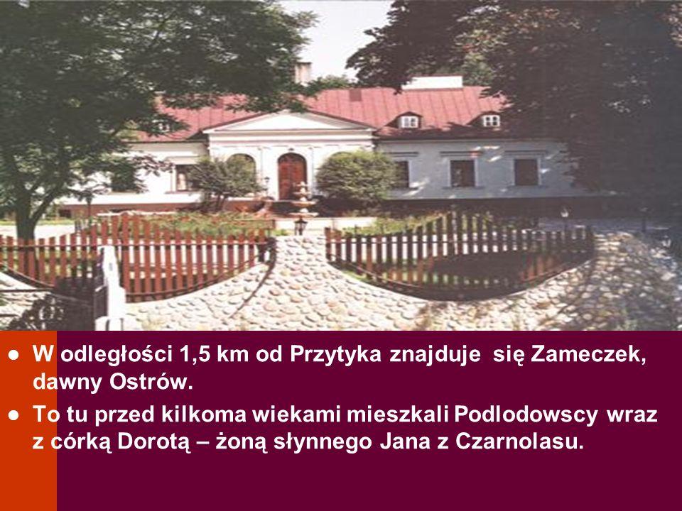 W odległości 1,5 km od Przytyka znajduje się Zameczek, dawny Ostrów.