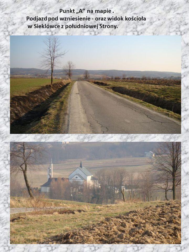 """Punkt """"A"""" na mapie. Podjazd pod wzniesienie - oraz widok kościoła w Sieklówce z południowej Strony."""