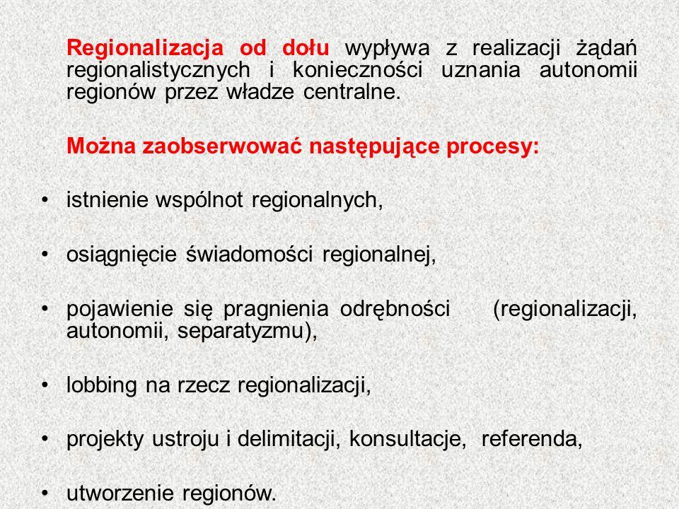 Regionalizacja od dołu wypływa z realizacji żądań regionalistycznych i konieczności uznania autonomii regionów przez władze centralne.