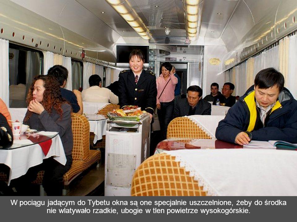 Uruchomiona 1 lipca 2006 r. kolej, jest dumą narodową komunistycznych Chin.