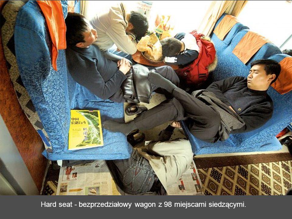 Soft sleeper – wagon sypialny z czterema miękkimi łóżkami w przedziale.