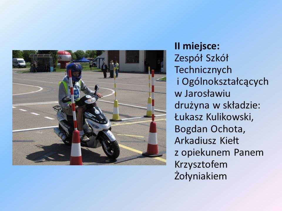 II miejsce: Zespół Szkół Technicznych i Ogólnokształcących w Jarosławiu drużyna w składzie: Łukasz Kulikowski, Bogdan Ochota, Arkadiusz Kiełt z opieku