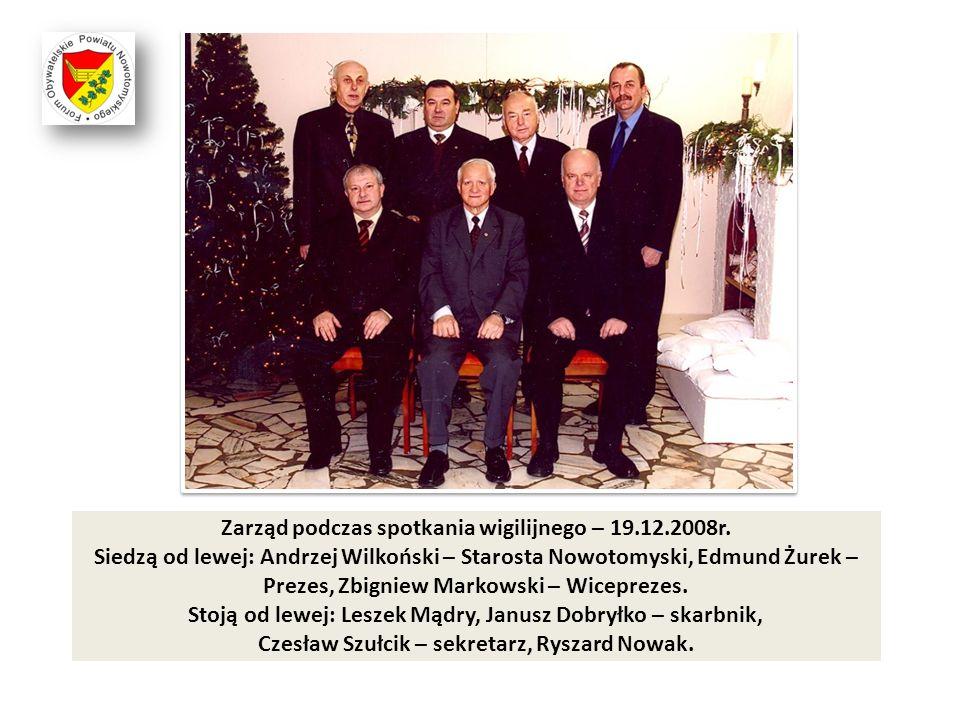 Zarząd podczas spotkania wigilijnego – 19.12.2008r. Siedzą od lewej: Andrzej Wilkoński – Starosta Nowotomyski, Edmund Żurek – Prezes, Zbigniew Markows